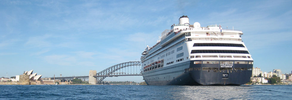 sydney-harbour-cruise-liner